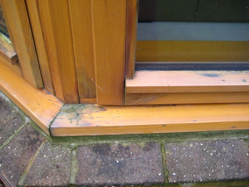 failure of surface finish in window joinery